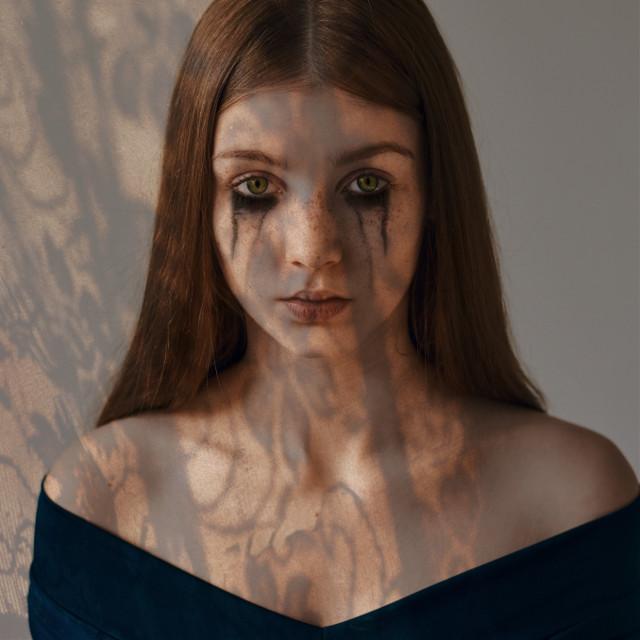 #halloween #picsarthalloween #spooky #lacemask #lace #shadow #shadoweffect #eyecolor