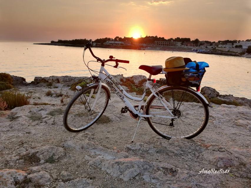 #photography #fotografia #myphoto #myclick #myphotography #sunset #tramonto #beach #bike #bicycle #tramontiitaliani @avioresta47