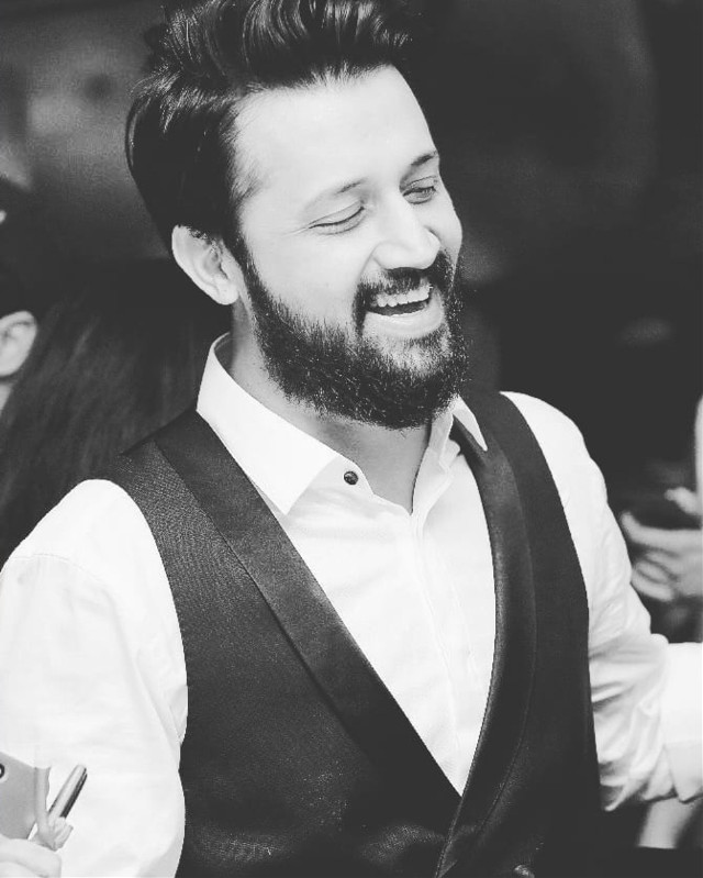 biggest fan of this laugh❤ #atifaslam #atif #aadeez #biggestfan #bestsinger #pakistan #music #artist #wallpaper #atifwallpaper #bestwallpaper