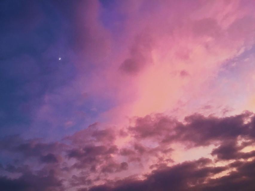 🌙☁️  #moon #cloud #clouds #sky #skylovers #sunset #cloudysky #luna #nuvole #tramontobellissimo #tramonto #sunsetphotography #sunsetsky