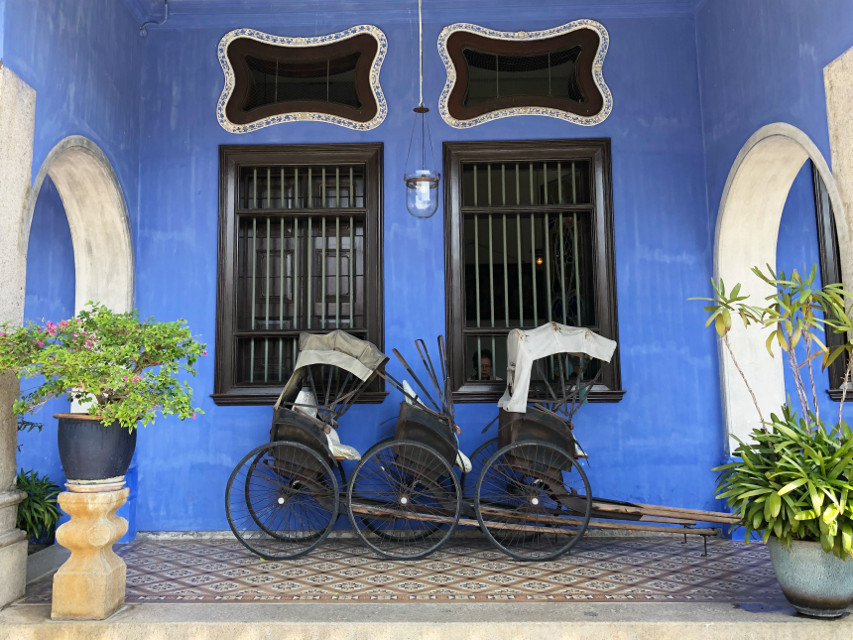 BLUE MANSION in #Penang , #Georgetown , #Malaysia . #blue #window #architecture #rickshaw