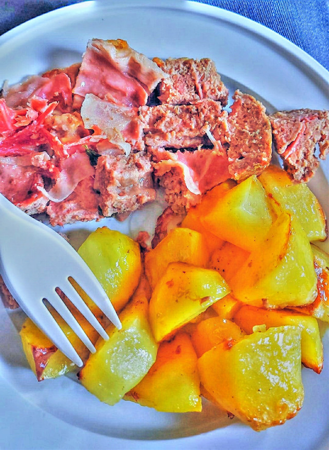 #freetoedit #madewithpicsart #remixit #food #lunch #roastbeef #potatoes #bakedpotatoes #ham #dishes #delicious #tasty #hungry #meat #colorful