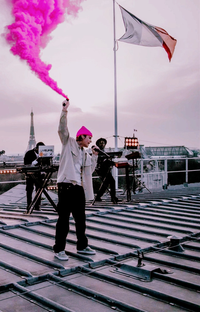 INSTAGRAM: @margo34277 YOUTUBE CHANNEL: MARGO P #pink #rosa #paris #france #travel #photography #justinbieber #justinbieberedits #bieber #music #pop #humo #smoke