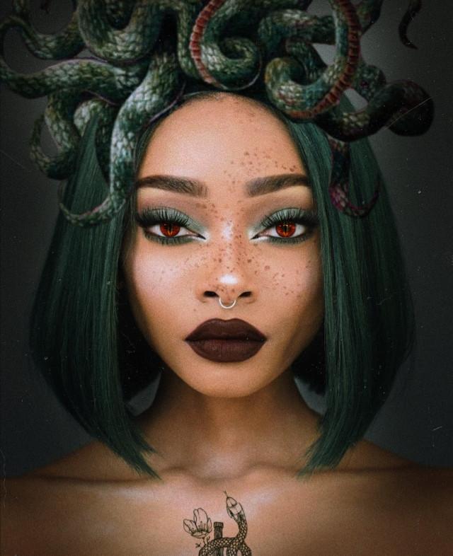 INSTAGRAM: @margo34277 YOUTUBE CHANNEL: MARGO P  #woman #nature #girl #makeup #makeupartist #maquillaje #serpiente #medusa #green #verde #eyes #ojos #replay