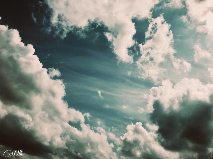 Sky surfing #art #photography #skylovers #cloudscape #skyandclouds #stormclouds #photographylife #artofvisuals #artist #danalakat