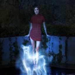 girl aesthetic aestheticgirl blue light azul harrypotter gryffindor patronus lilipotter forest night noche bosque water agua magic magia macarenaachaga macabeso replay freetoedit