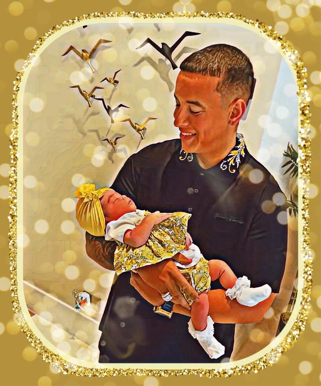 #daddyyankee #puertorico #queenvidaisabell #republicadominicana El día en que la pequeña Vida Isabelle (la hija de Natti Natasha y Raphy Pina) conoció a su tío Yankee. Ella tiene la carita más linda 😍
