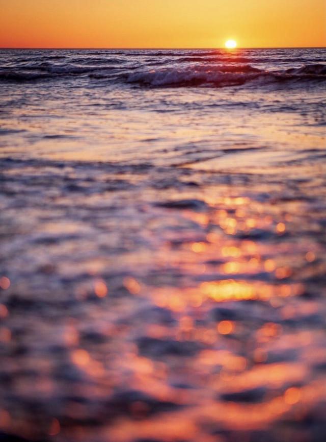 #nature #endoftheday #atthebeach #sunsettime #goldenhour #summertime #warmgoldenlight #summersunset #seaview #thesungoesdown on the #horizon #warmweather #beautifulnaturecolors #reflectionsinwater #bokeh #contemplationmoments #beautyinnature #summervibes #naturelover #beachmood #lowangleshot #beautifulworld #sunsetphotography