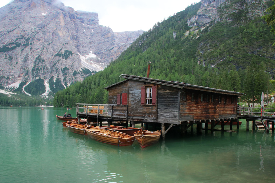 #landscape #boats #lake #altoadige #myphotography #muntain #naturephotography #casetta #A due passi dal cielo #lago di Braies