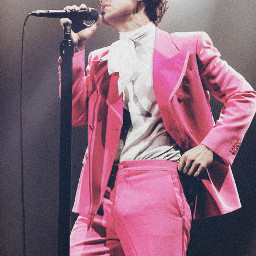 harrystyles pink genderrolesaredead onedirection 1d thankyou lighting pinksuit