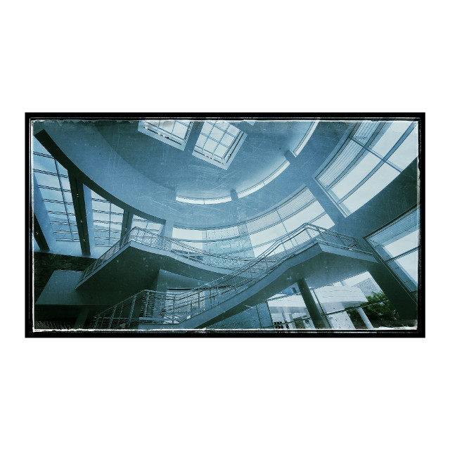 Getty Center in blue #architecture #architecturephotography #architecturelovers #gettyinspired #gettymuseum #gettycenter #bnw_magazine #blackandwhitestripes #blackandwhite #blackandwhitephotography #blackandwhitephoto #bnw #blackandwhiteonly #bw #blackandwhite_perfection #photography #bnw_captures #monochrome #bnwphotography #bnwmood