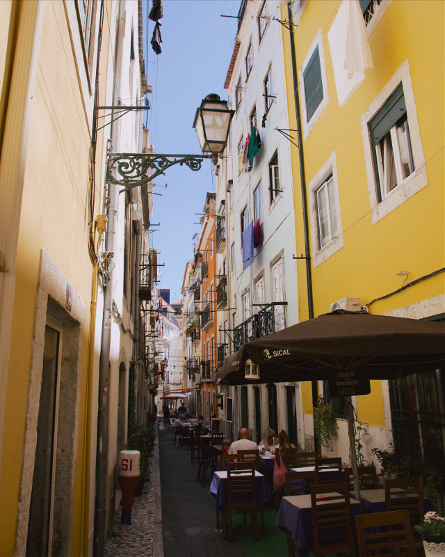 lisbon streets 🏼 #europe #lisbon #portugal #architecture #photography #summer #travel #sky