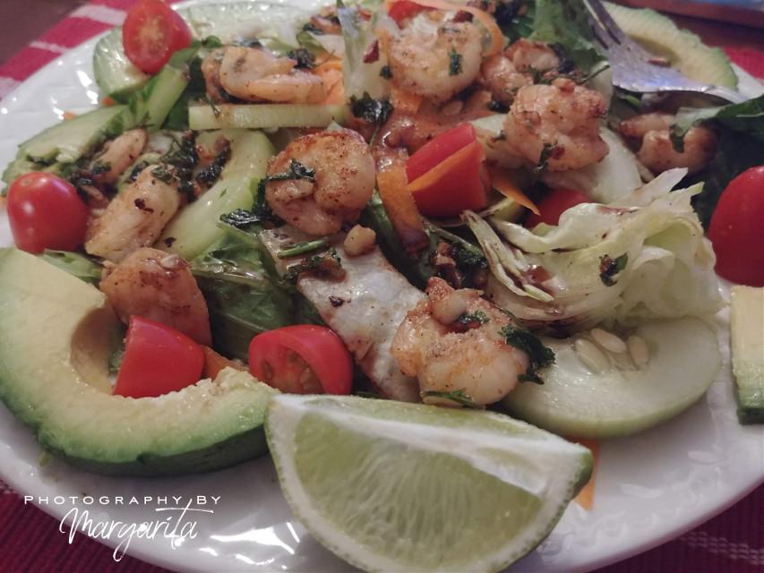I wish you a wonderful weekend Friday Lunch Shrimp Salad 🍷  #brillaperla #food #foodphotography #shrimpsalad #homemade #inmykitchen #goodfood #goodlife #photographybymargarita